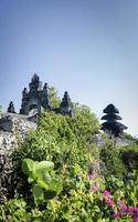 uluwatu antico punto di riferimento clifftop balinese tempio indù a bali indonesia foto