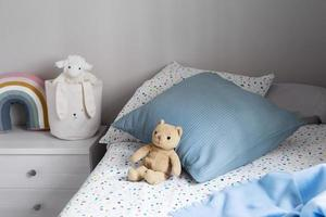 decorazione interna della stanza dei bambini con i giocattoli foto