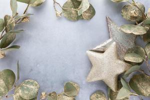 sfondo di decorazioni natalizie. piatto, vista dall'alto. foto