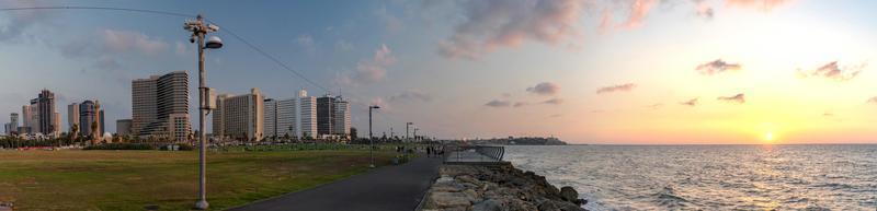 vista panoramica di tel aviv al tramonto foto