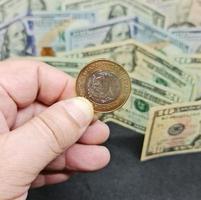 valore nel tasso di cambio tra moneta messicana e americana foto