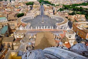 veduta aerea di roma e piazza san pietro foto