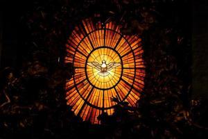 simbolo della colomba radiante dello spirito santo foto