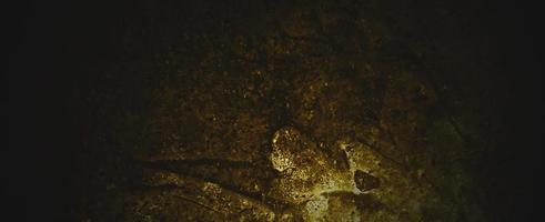 muro di cemento giallo scuro squallido. cemento o cemento muro marrone scuro foto