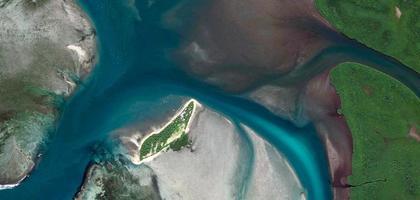 vista aerea del fiume e della terra foto
