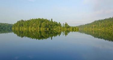 riflessi mattutini nei boschi del nord foto