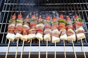 primo piano barbecue sulla griglia foto