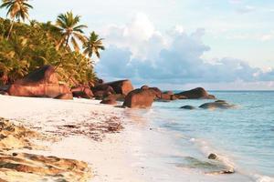 spiaggia dell'isola silhouette seychelles foto