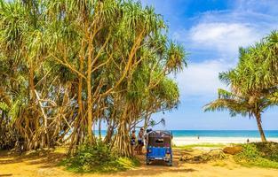 bentota, sri lanka, mar 16, 2018 - spiaggia di bentota in sri lanka foto