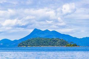 spiaggia di mangrovie e pouso sull'isola tropicale ilha grande brasile. foto