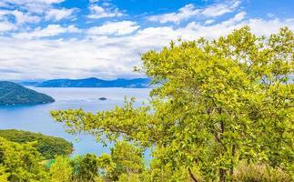 grande isola tropicale ilha grande abraao beach panorama brasile. foto