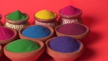 rangoli colorati in ciotole foto