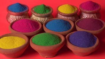 rangoli colorati per il festival di diwali in ciotole foto