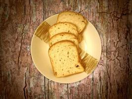 pane su fondo in legno foto