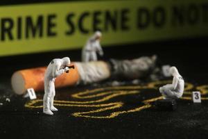 minuscole persone in scala in miniatura in concetti curiosi foto
