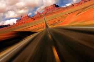vista drammatica del miglio 13 della valle del monumento dell'arizona foto