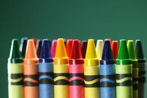 torna a forniture scolastiche pastelli foto
