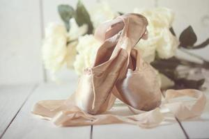 scarpe da punta in posa alla luce naturale foto