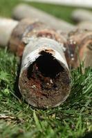 tubi domestici in acciaio corrosi e ostruiti foto