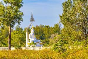 grande buddha bianco wat phadung tham phothi tempio khao lak foto