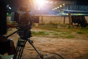la macchina da presa del set cinematografico e le luci sul set foto