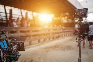 telecamera di produzione cinematografica e monitor sul posto foto