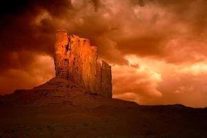 tempesta malvagia nella valle del monumento in arizona foto