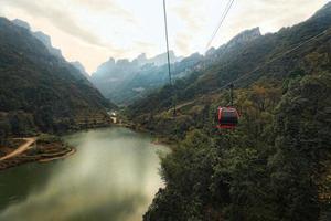 la funivia di Tianmen, la funivia di montagna più lunga del mondo foto