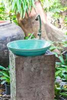 lavello per il lavaggio delle mani decorazione esterna del bagno foto