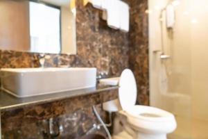 sfocatura astratta bagno e servizi igienici per lo sfondo foto