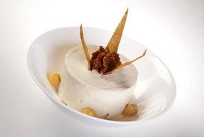 piatto di hummus tradizionale mediorientale foto