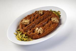 piatto di mutabile su sfondo bianco foto