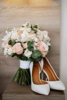 elegante bouquet da sposa di fiori naturali freschi foto