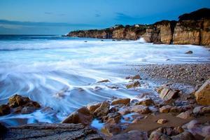 spiaggia rocciosa foto