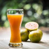 bicchiere di succo d'arancia fresco foto
