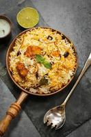 pesce biryani con riso basmati cibo indiano foto