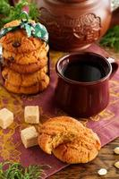 biscotti con arachidi e cioccolato.