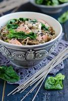 spaghetti cinesi di soba foto