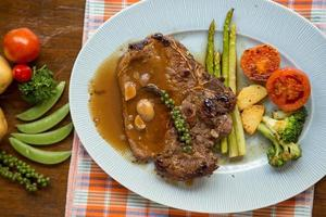 bistecca con l'osso alla griglia foto