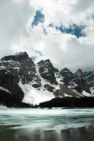 Lake Louise ghiacciato, parco nazionale di Banff foto