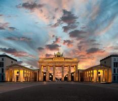 porta di brandeburgo al tramonto foto