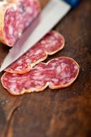 affettati pressati di salame italiano foto
