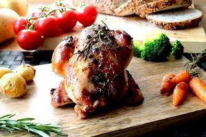 gallinella arrosto con pollo intero