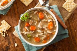 zuppa di noodle al pollo fatta in casa