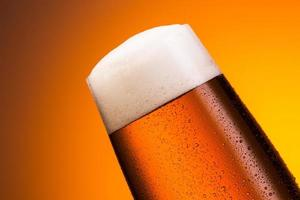 bicchiere di birra tedesca con gocce foto