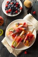 ghiaccioli di frutta intera sani foto