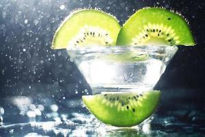 alcool cocktail fresco verde kiwi foto