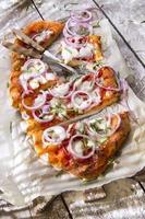 pizza con cipolla foto