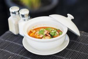 Tom Yam Kung zuppa di gamberi tailandese piccante foto
