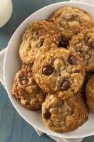 biscotti con scaglie di cioccolato fatti in casa foto